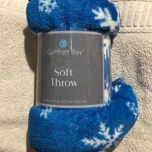 New blue /white snowflake 50x60 soft throw